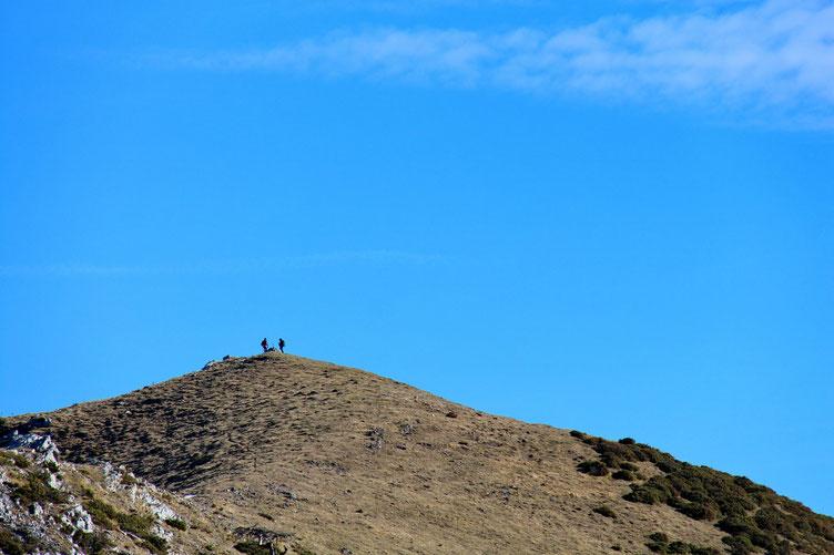 Quelques randonneurs sur un sommet sans nom.