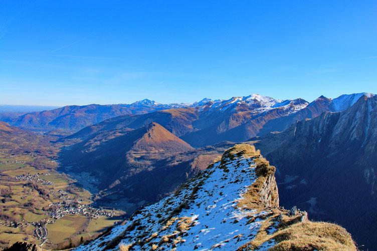 Et voilà! Le Val d'Azun vue de la Pointe de Surgatte (1805m).
