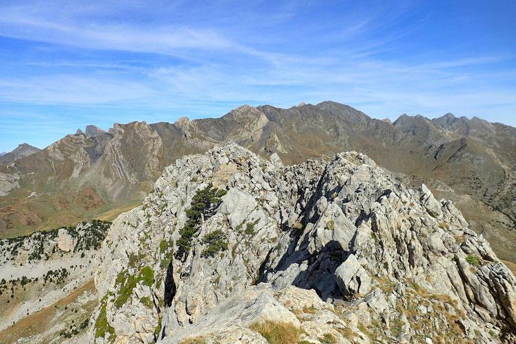 D'autres sommets sont un peu plus à l'Ouest. Même altitude.