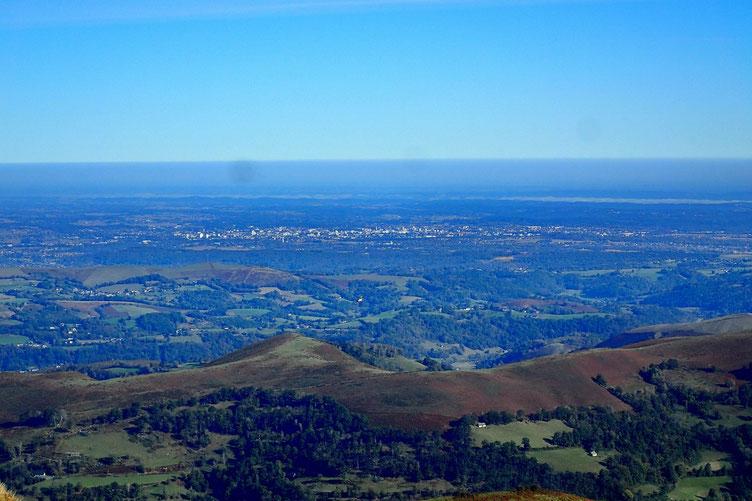La plaine, avec Tarbes.
