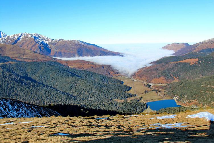 Le Lac de Payolle, et la mer de nuages dans la Vallée d'e Campan.