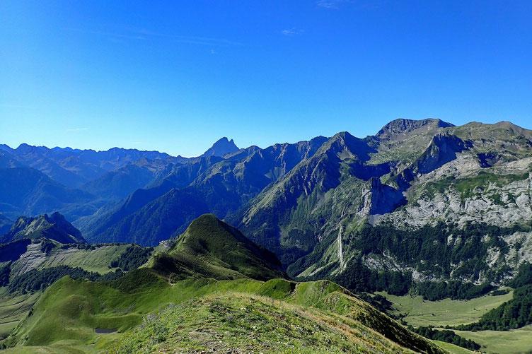 Du Pic de Mardas, panorama au Sud avec l'Ossau.