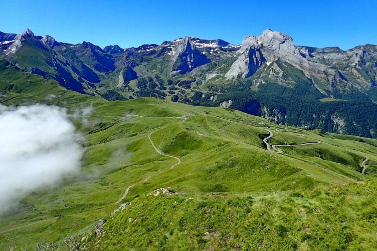 Vers l'Aubisque et les pistes de Gourette. La brume monte de plus en plus...