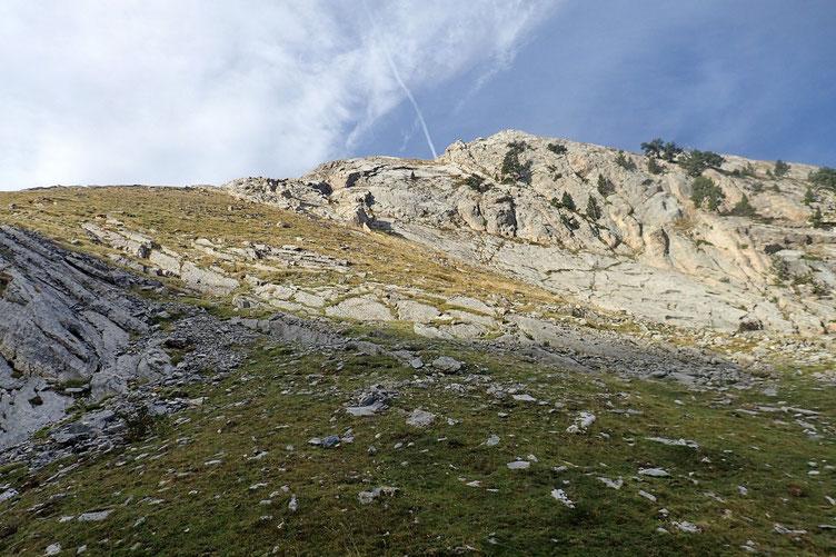 La montée vers le sommet est beaucoup plus simple par ici...