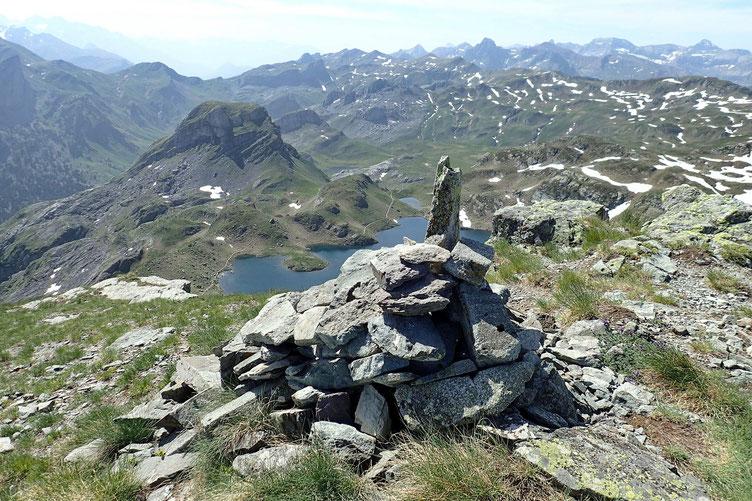 Comme je suis bien en jambe, je décide de faire la boucle par le Lac Castérau. J'amorce la descente...