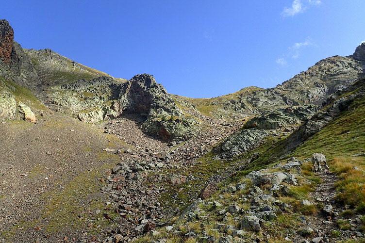 Ce n'est pas tout, mais il faut monter au col. Le Pico de Musales est à gauche.
