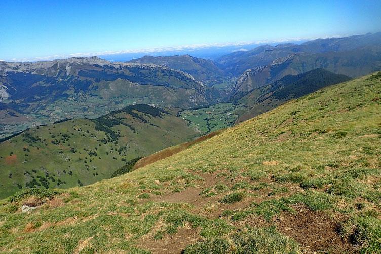 Le plateau (bien vert) de Lhurs.