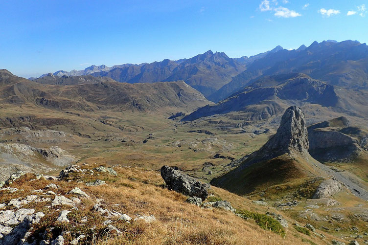 Vers l'Est, le Campana d'Anéou, et la Vallée d'Ossau