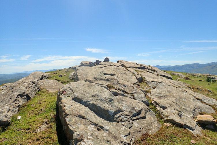 Le Pic Larla (705m).