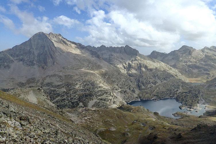 Ouf!!! Nous y voici. Belle vue sur le Balaïtous qui domine le Lac de respomuso.
