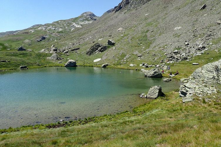 Après un heure de pause, je repars. Les joyeux drilles ont fait comme moi, ils sont redescendus pour casser la croute au lac.