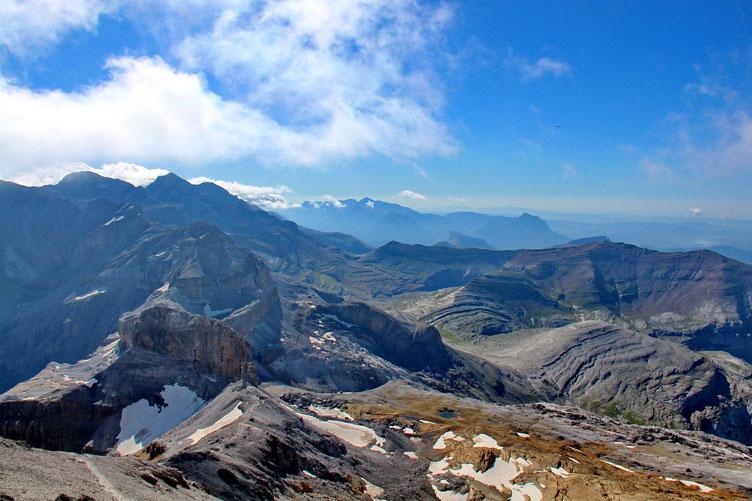Du Taillon (3144 m) panorama vers l'Est.