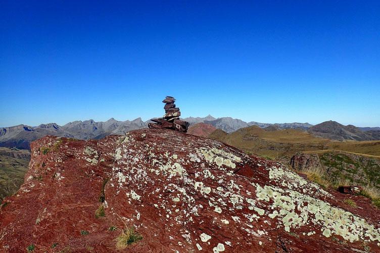 Le Pic de Gabedaille (2258m). Avec sa roche ocre caractéristique.