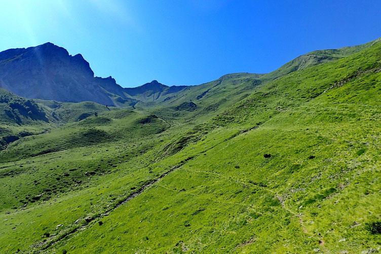 Derrière moi, le vallon qui va jusqu'au Lac d'Ansabère.