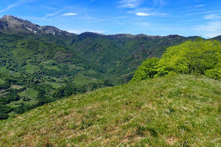 En descendant versant Ouest, je m'aperçois que j'ai bien fait de contourner le massif.