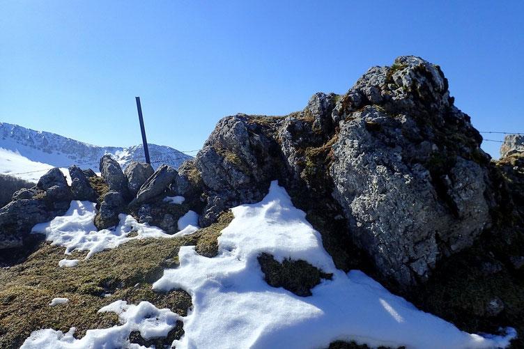 Rocher qui se trouve sur la crête qui mêne au Sommet de Sésérite.