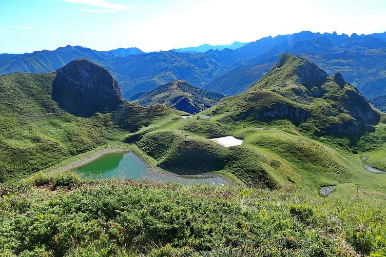 Le lac, vue depuis la montée vers le pic.