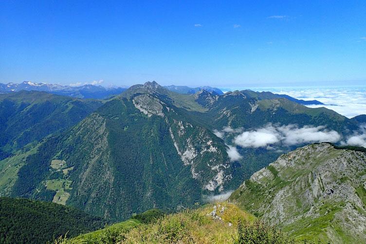 L'autre côté de la Vallée de l'Ouzoum avec le Moulle de Jaut.