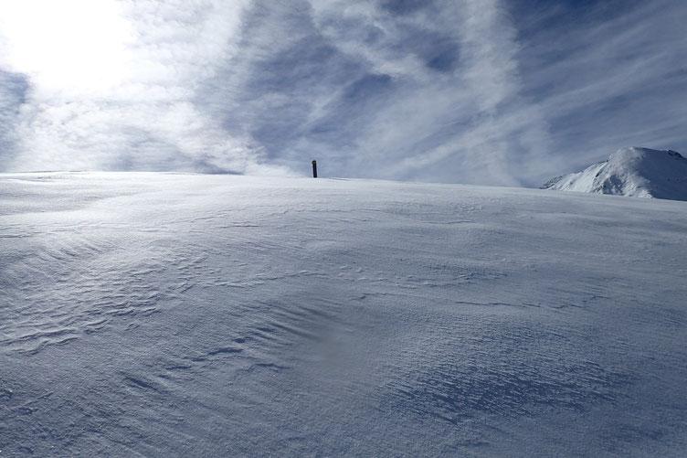 Le pente est rude, et ça s'enfonce pas mal... 50 à 60 cm de neige fraiche... La progression est lente...