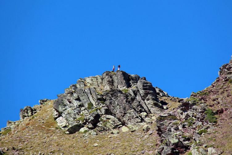 Des randonneurs espagnols (je les entends d'en bas) au sommet de l'Astun.