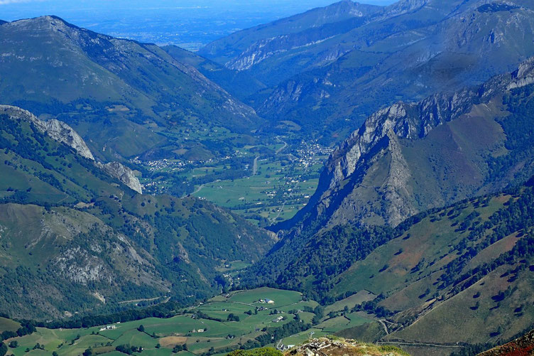 Zoom sur la Vallée d'Aspe avec Bedous et Osse en Aspe.