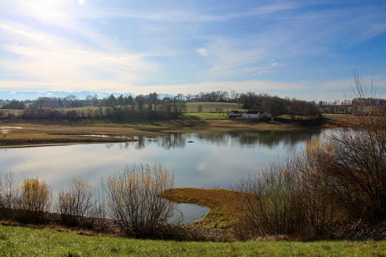 L'autre partie du lac est beaucoup moins remplie en cette saison.