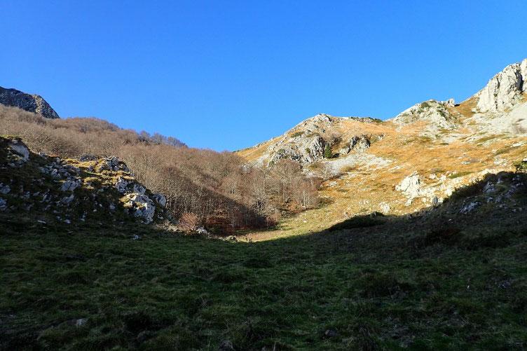Avec un passage au Col d'Andurte (centre de la photo).