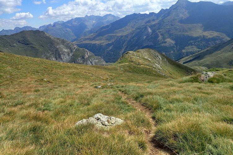 Après avoir repris des forces, je repars vers le Col de Lary.