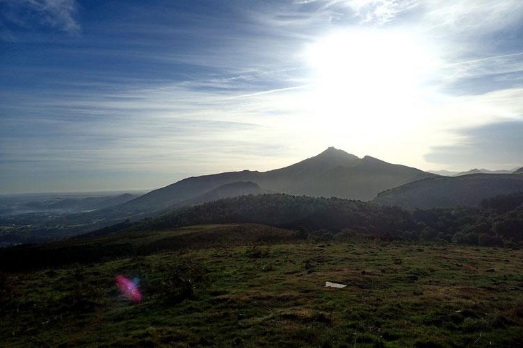 Plein Est, la Rhune (900m).
