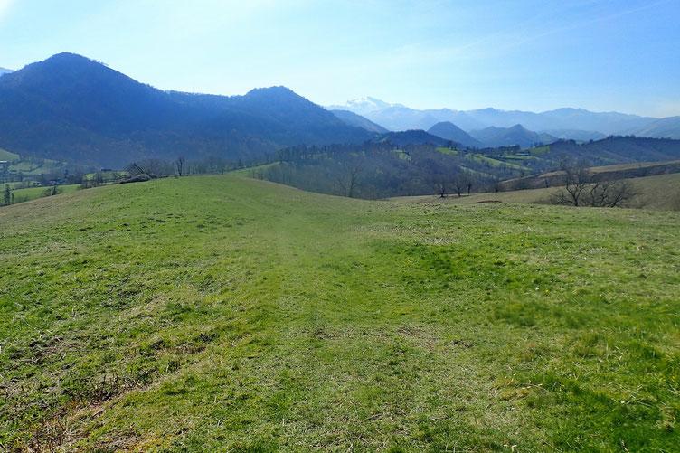 Passage par un petit plateau herbeux.