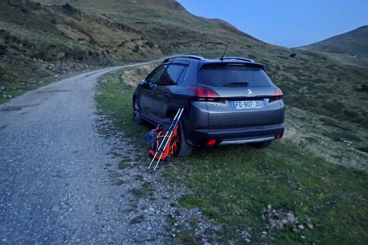 Parking le long d'une piste interminable....