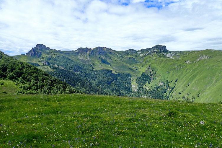 Vers l'Ouest, le Lauriolle, le Pic de Larriou et le Pic Montagnon
