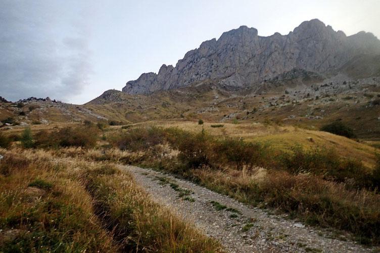 Il y a deux Peña Foratata : l'Occidentale (à gauche) et l'Orientale (à droite). Cette dernière est réservée aux grimpeurs.