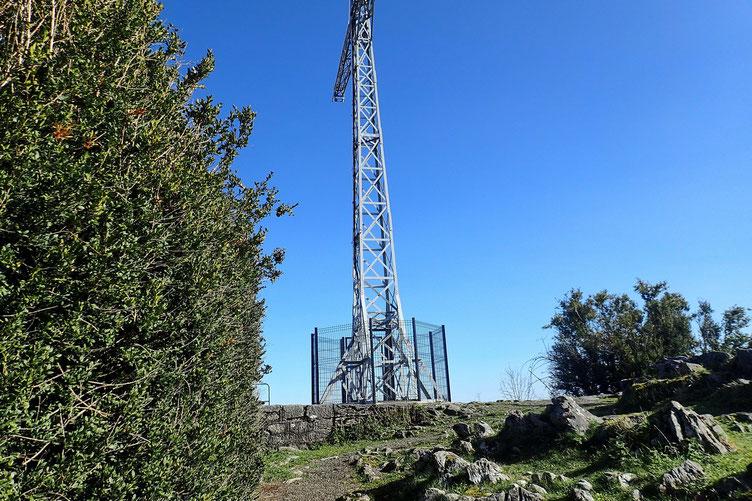 L'antenne sommitale, 948m (à la base).