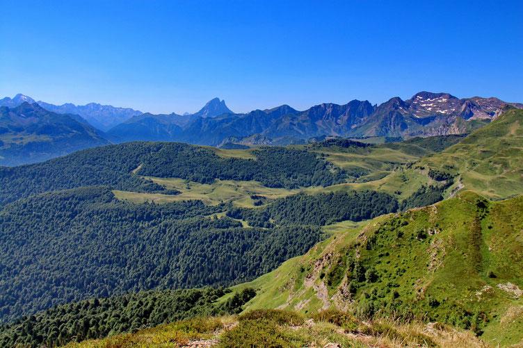 Sur les cartes, c'est ce deuxième sommet qui est le Saigues... Belle vue sur l'Ossau.