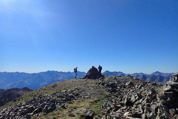 Me voici enfin arrivé au sommet, juste précédé de deux autres randonneurs qui sont montés par un autre couloir.
