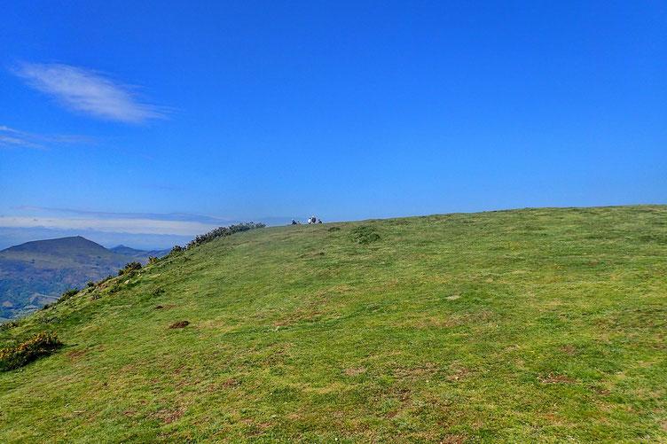 Le Mont Ursuya (685m). Je ne suis pas tout seul.