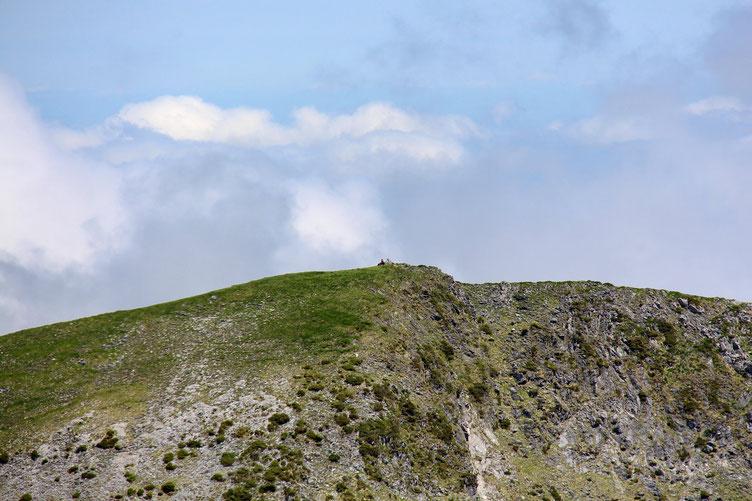 Zoom sur le Cap Nestès, en face.