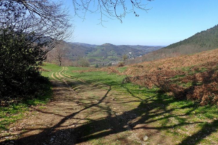 Au loin, Bagnères-de-Bigorre.