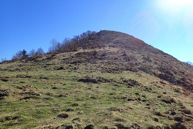 Et vers l'Est, le Pic de Peyre (1434m).