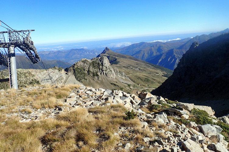 Me voici à l'arrivée du plus haut télésiège de Luz-Ardiden, avec vue sur le Viscos.