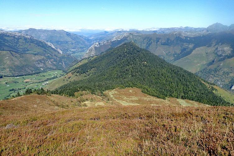 Puis descente vers le Col de Barrancq.