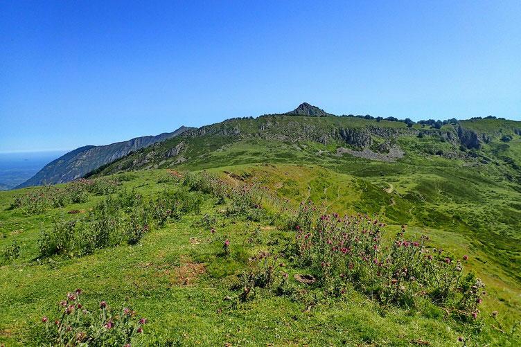 Derrière moi, la crête où se trouve le Pic de Cantau, et un peu plus loin, le Pic de Bazès.