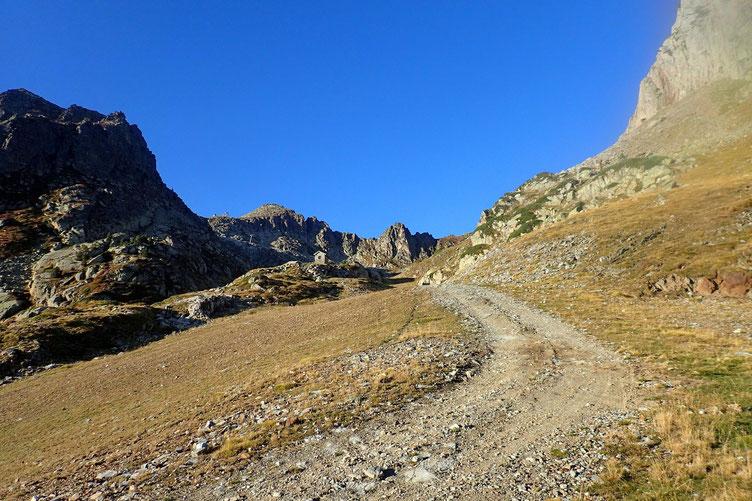 Je continue ma progression... il faut que je monte au Col de Cloze que l'on aperçoit un peu à gauche.
