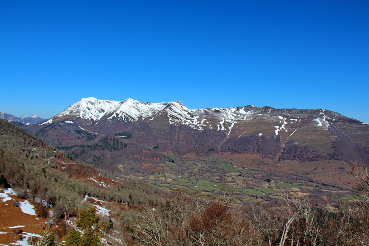 Au Nord, du Soum de Granquet au Soum d'Andorre.