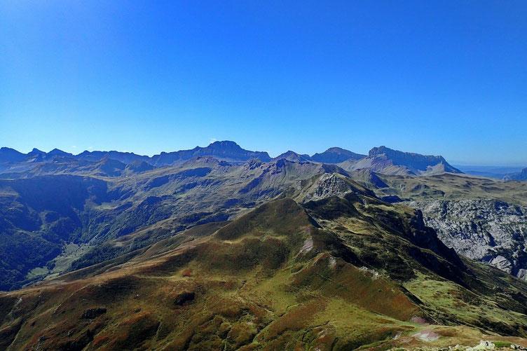 Panorama vers le Sud et les Pyrénées Espagnoles.