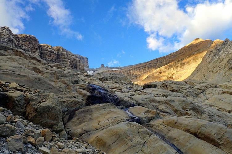 Au milieu, le Doigt (2909 m) ou je passerai plus tard.