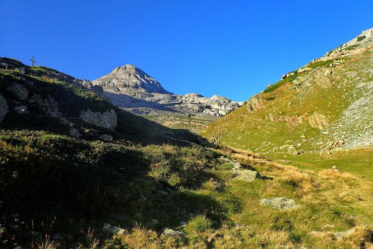 Le Pic d'Anie, avec au prmier plan, les Arres d'Anie.