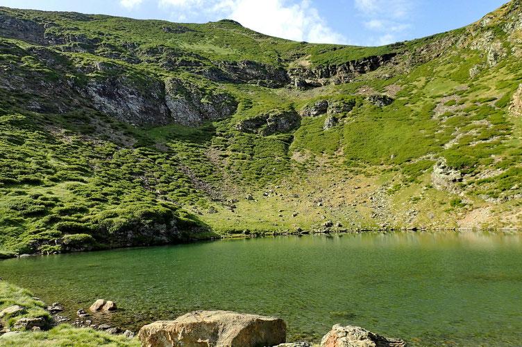 Le deuxième lac, quelques mètres plus loin. Plus grand et plus joli.