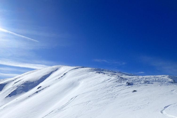 Passé le col, le sommet n'est plus très loin.